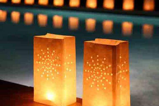 Bolsas de papel para iluminar #bodas y #fiestas http://www.airedefiesta.com/content/780/224/4/1/1/Una-Iluminacion-con-un-toque-de-Personalidad.htm