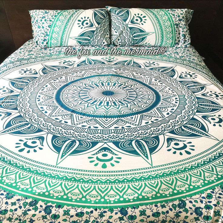 This vibrant green duvet cover and 2 matching pillowcases add energy and style to any room. Double-sided. Duvet cover zips shut. Available in queen size only. Pillowcases are double sided and design m