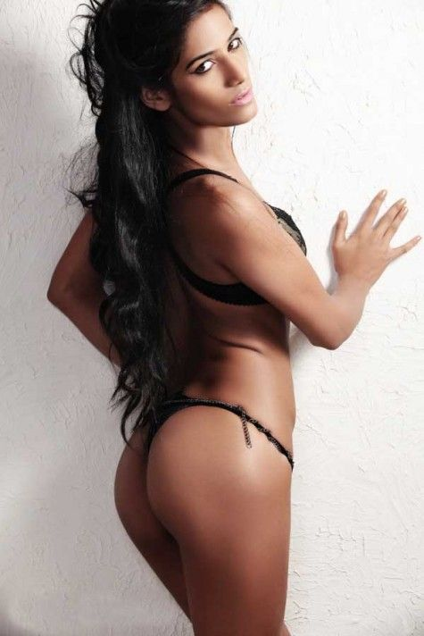 Poonam Pandey in hot bikini