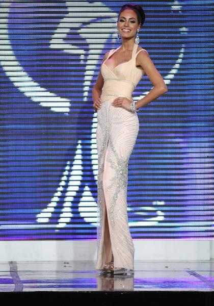 Monic Pérez, Arecibo - Exquisita; la chica transmitió elegancia y delicadeza con este vestido tipo columna. El bordado en cristales en la parte de la falda creó la ilusión óptica de una figura más voluptuosa a la real. (Primera Hora)