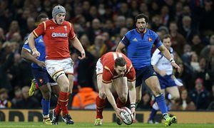 George North picks up the ball and scores against France in the 2016 six nations