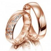 Ga je #trouwen. Zoek je #trouwringen voor je #bruiloft. Wat vind je van deze heel speciale Meister trouwringen. De ringen zijn gemaakt van warm roodgoud de dames ring is bezet met 13 schitterende diamanten. Mooi?? re-pin ze dan!! www.trouwringspecialisten.nl Meister trouwringen 112.8857.01