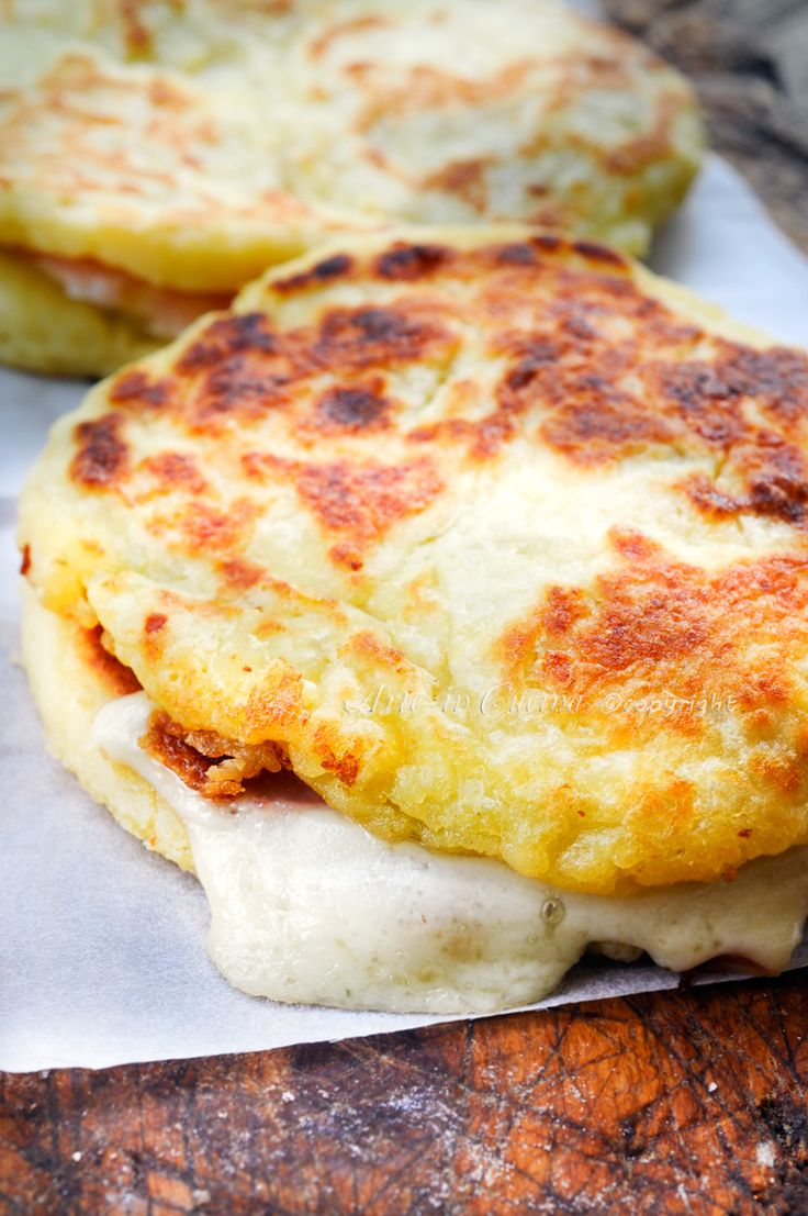 Pizzette potato stuffed in skillet - Pizzette di patate farcite in padella ricetta sfiziosa | Arte in Cucina