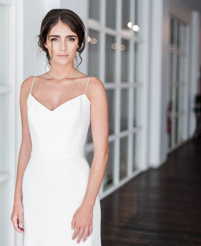 • E D D I E •  This simple, modern, statement gown is a must see for any bride who is looking for a strongminimalist look for their special day. Karen Willis Holmes