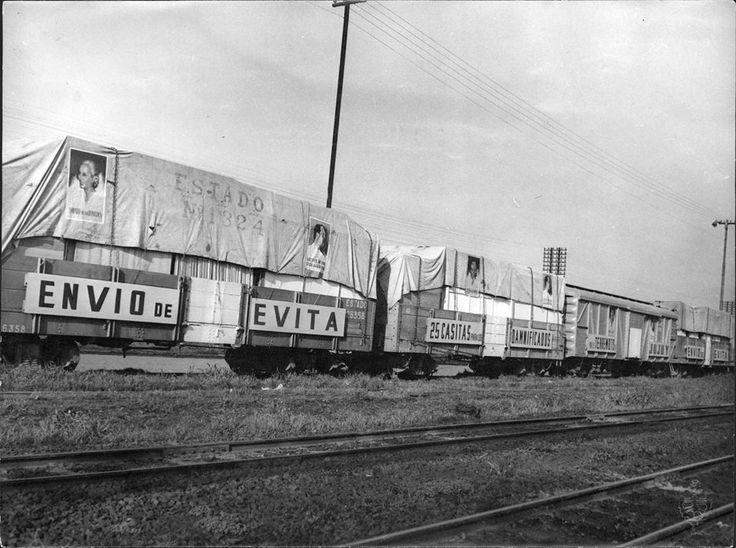 1948 Vagones cargados de casas prefabricadas, ropas y víveres para los damnificados por el sismo en Salta y Jujuy, enviados por la Fundación 'María Eva Duarte de Perón'. 20 de sept 1948