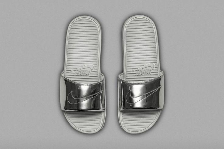 Chinelinhos dourados e prateados: ostentação, hein? Pois é a aposta da Nike, que acaba de anunciar esses modelos maravilhosos. Chamados de Nike Benassi Solarsoft Slide SP Liquid Metal (respira), os modelos chegam em edição superlimitada no dia 14 de agosto, somente no site da Nike.