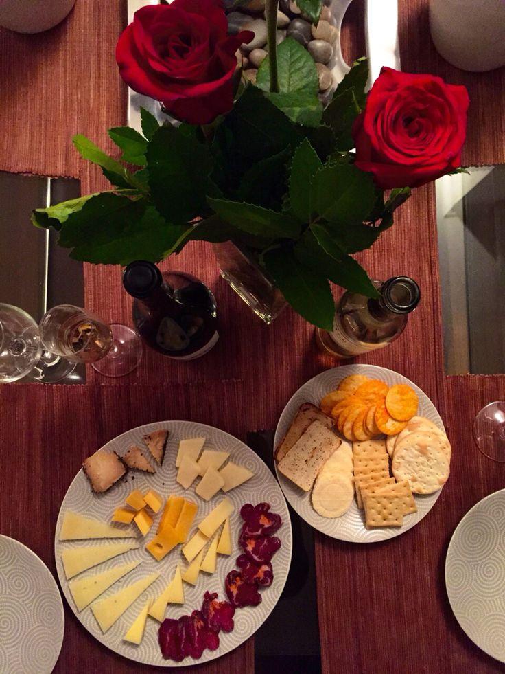 Rosas, vinos y quesos