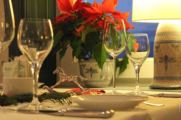 Festtafel weihnachtlich dekoriert im Café Namenlos. #Weihnachten #Hotel #Ahrenshoop