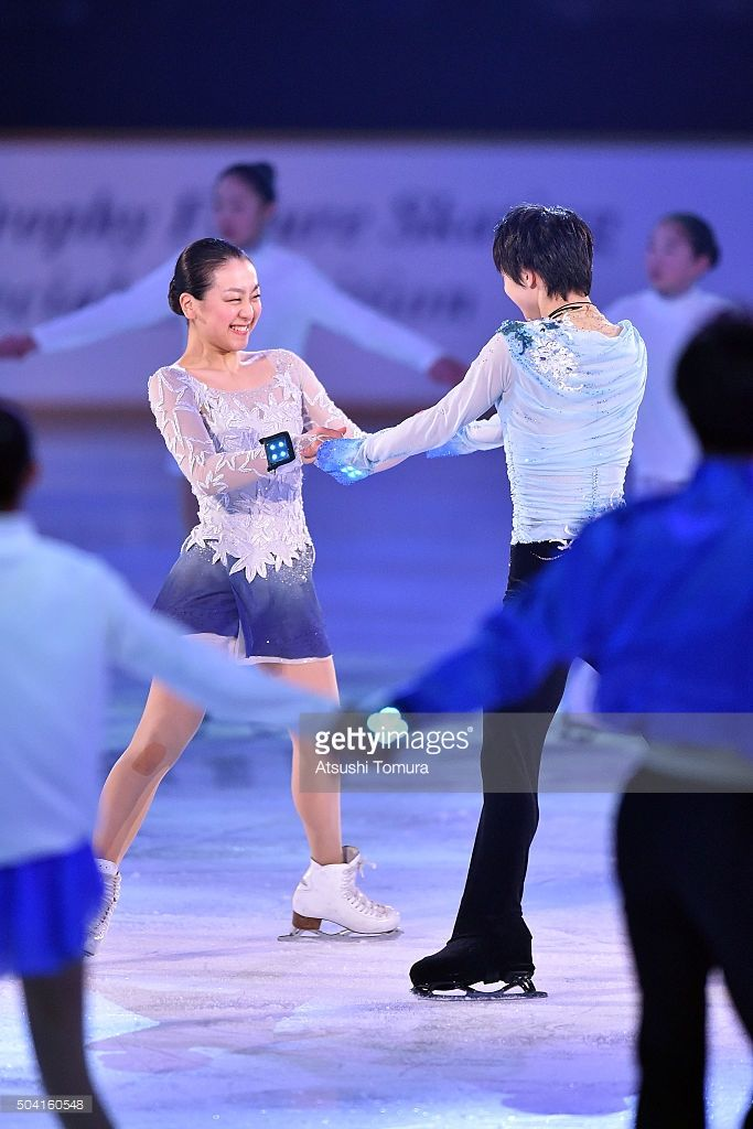 mao-asada-and-yuzuru-hanyu-of-japan-perform-thier-routine-during-the-picture-id504160548 (683×1024)
