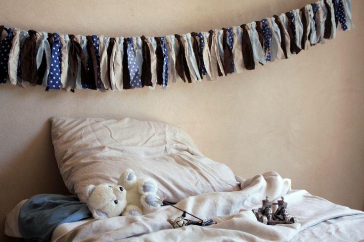 Deco Chambre Fillette : guirlande de tissu, chambre de garçonNOCES & DECORATIONS