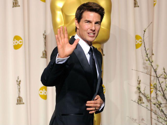 Tom Cruise quiere hacer un proyecto para reinventar la historia del cazavampiros Abraham Van Helsing (película que protagonizó Hugh Jackman). Aún está por confirmarse, pero está previsto que el guion lo escriba el mexicano Roberto Orci y su socio Alex Kurtzman, informó hoy Variety.