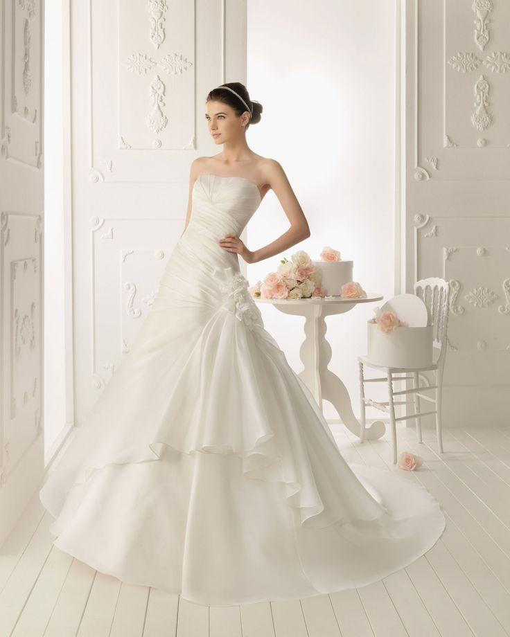 Princess Strapless Chapel Train Woth Satin Wedding Dress with Lace Appliques and Jacket