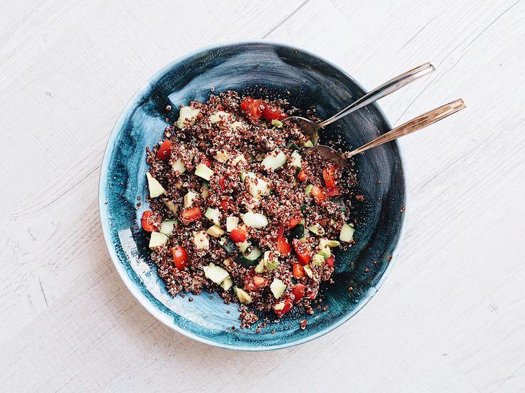 Unser vorletztes Rezept unserer Snackideen-Woche ist ein Quinoa-Salat. Den kann man ebenfalls super abends vorbereiten und ihn dann in einem...