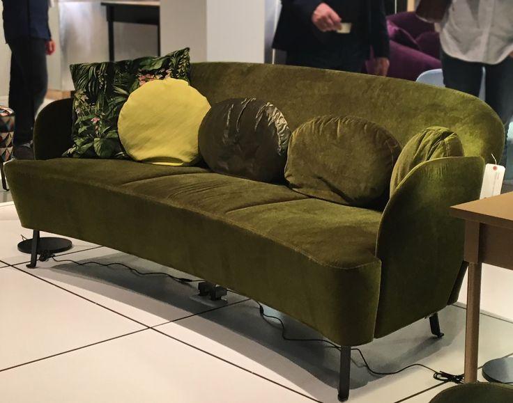 das neue floret sofa von brhl wird auf der immcologne in samtigem grn - Fantastisch Wunderbare Dekoration 14 Sofa Aus Leder Das Symbol Von Eleganz Und Luxus