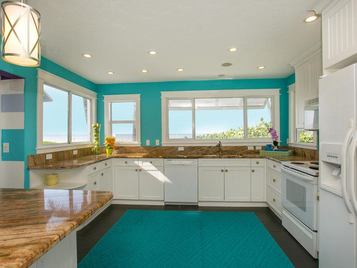 Who wouldn't want to be able to look out onto stunning ocean views from your kitchen window? This is one of the best things about the amazing Limefish beach villa on Anna Maria Island, Florida.