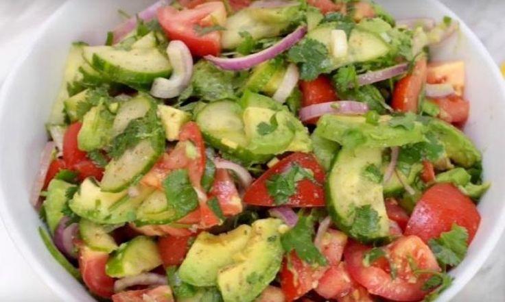 Salade de tomates et avocat...Vinaigrette citron-coriandre