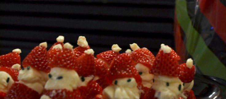 Christmas Treat: Strawberry Santas | Life Junkie Magazine