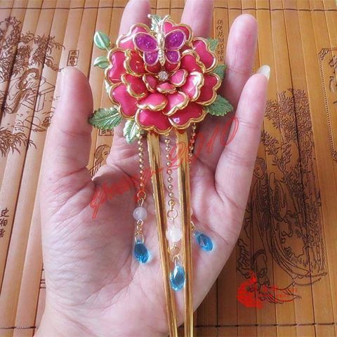 Akatsuki no yona hairpin