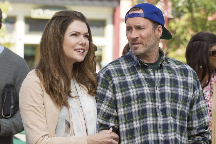 "Amy Sherman-Palladino Says Gilmore Girls: A Year in the Life Season 2 Is ""Definitely Possible"""
