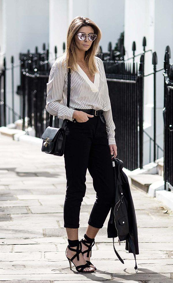 Street style look com camisa listrada e calça jeans mais blazer.