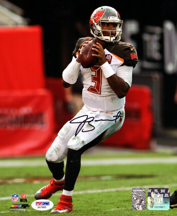 This is a 16x20 Photo that has been hand signed byJameis Winston. It has been certified authentic by PSA/DNA and comes with their sticker and matching certificate.