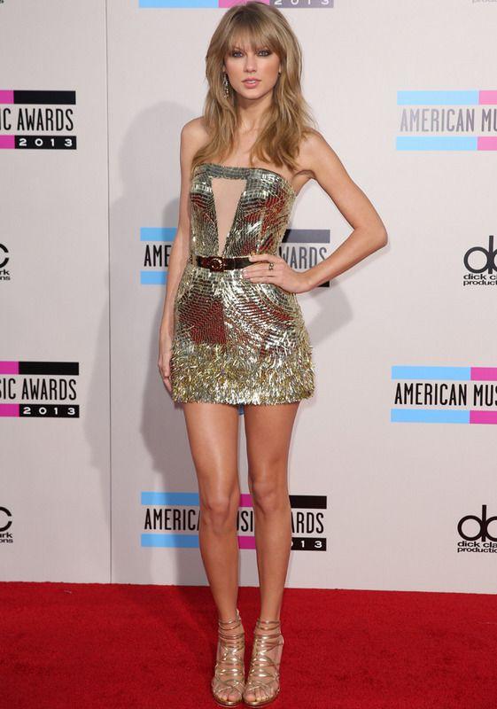 Taylor Swift en los #AMAs con su vestido dorado de Julien Macdonald Otoño 2013