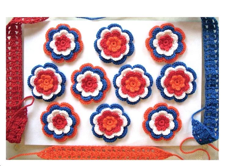 4-laags bloemen rood wit blauw oranje. 7cm doorsnee. 1.50 per stuk.  Tot 15 april 20% korting