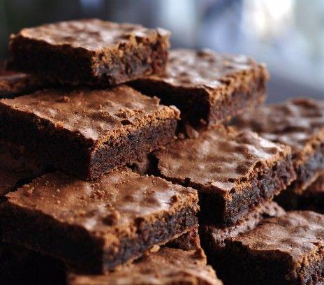Kladdkaka szwedzkie ciasto czekoladowe - Przepisy.To ciasto ma trzy najważniejsze zalety: jest szybkie, tanie i pyszne. Kladdkaka szwedzkie ciasto czekoladowe to przepis, którego autorem jest: Magda Gessler