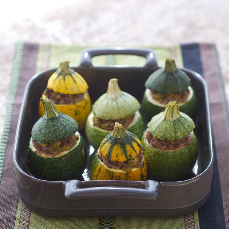 Découvrez la recette courgettes farcies sur cuisineactuelle.fr.