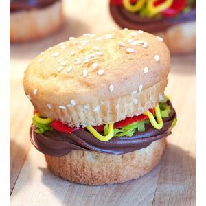 Le cupcake burger pour une envie de fast-food sucré. http://cupcakeavenue.fr/54-cupcake-original