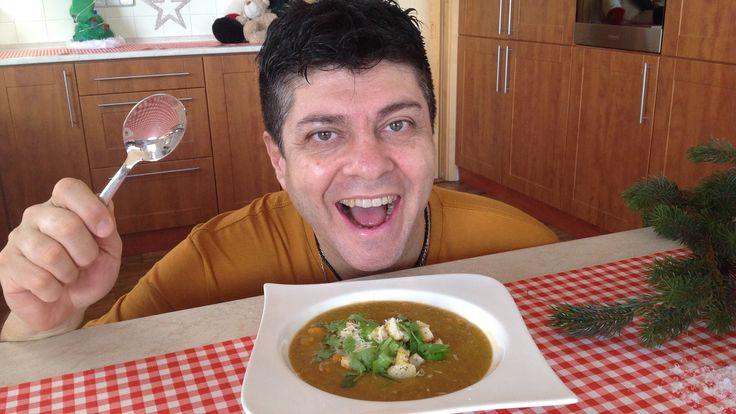 Ingredience pro 8 porcí: 1 kg mrkev, nakrájené na kostičky 3 střední cibule, nakrájené na kostičky 250 g sušené čočky (červená čočka udelá polévku oranžovou)...