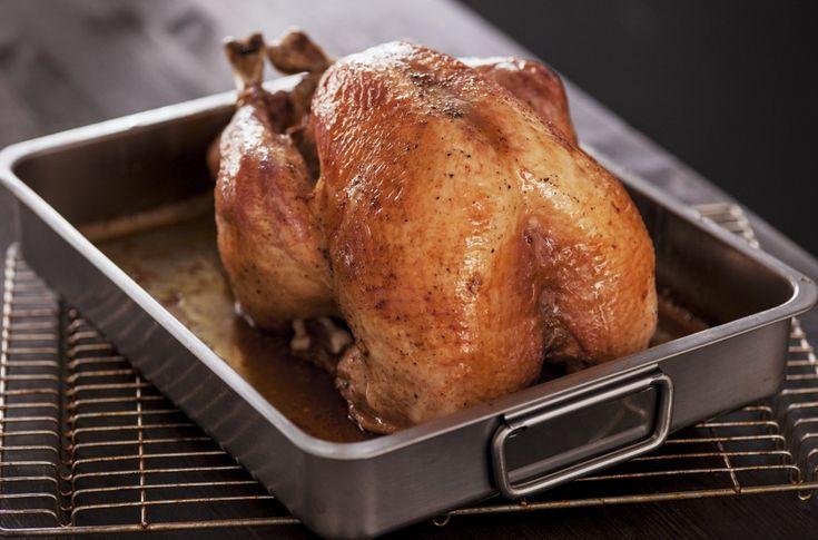 Helstekt kalkun er en selvfølge på middagsbordet ved Thanksgiving, jul og nyttår! For en smakfull og saftig kalkun anbefaler vi denne oppskriften.