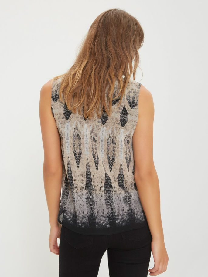 PRINTED SLEEVELESS TOP http://www.veromoda.com/gb/en/vm/shop-by-category/tops/cami-and-sleeveless-tops/printed-sleeveless-top-10168353.html?cgid=vm-sleeveless&dwvar_colorPattern=10168353_FrostGray_544204&start=1