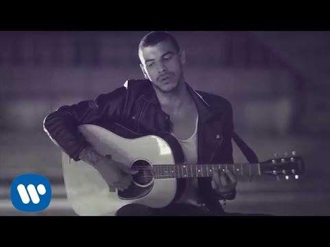Visita nuestra web de canciones subtituladas http://www.todoscantamos.com o Síguenos en Facebook https://www.facebook.com/TodosCantamos Síguenos en Twitter h...