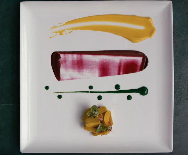 A séfek misztikus birodalmából most öt olyan alapvető eszköz kerül elő, amely minden otthoni konyhában fellelhető (vagy egyszerűen beszerezhető), és segítségükkel olyan tányérokat alkothatunk mi is, mint a nagyok. Vagyis majdnem olyanokat. Nagykanál Bizony. A sárga színű szósz egy szimpla nagykanállal került fel a tányérra. Spatula Még ha nem is sütünk otthon gyakran süteményt, jó ...