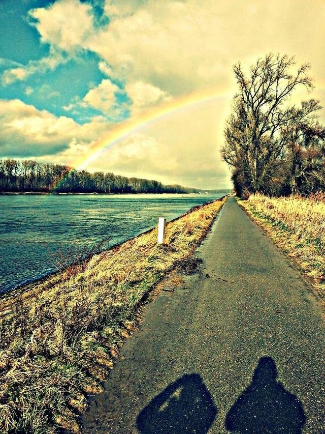Copadave: Hier seht Ihr einen wunderschönen Regenbogen dessen Goldtopf zum greifen nah scheint :-)
