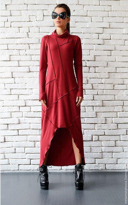 Купить или заказать БОРДОВОЕ ПЛАТЬЕ в интернет-магазине на Ярмарке Мастеров. Роскошное платье для особых настроений: выберите его, когда Вам хочется покорять и блистать! Это платье может быть Вашим нарядом на каждый день - просто оденьте его с черными леггинсами или тонкими штанами. Если сегодня Вы намерены покорять - черные колготки и высокие каблуки с легкостью придадут Вашему образу законченный вид. Модель на фото носит размер S.