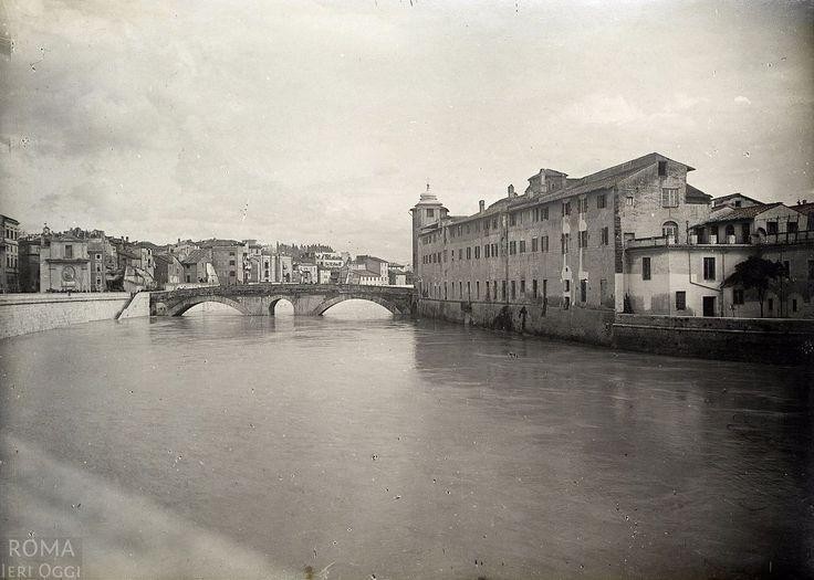 Piena del Tevere (1900) Foto scattata da Lungotevere de' Cenci il 2 dicembre 1900, giorno in cui il Tevere esondò.