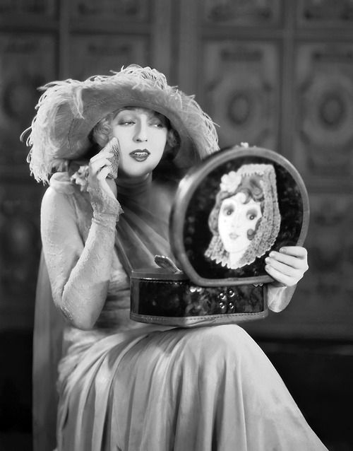 Mae Murray & SuitCase... with a Flapper Transfer 1926