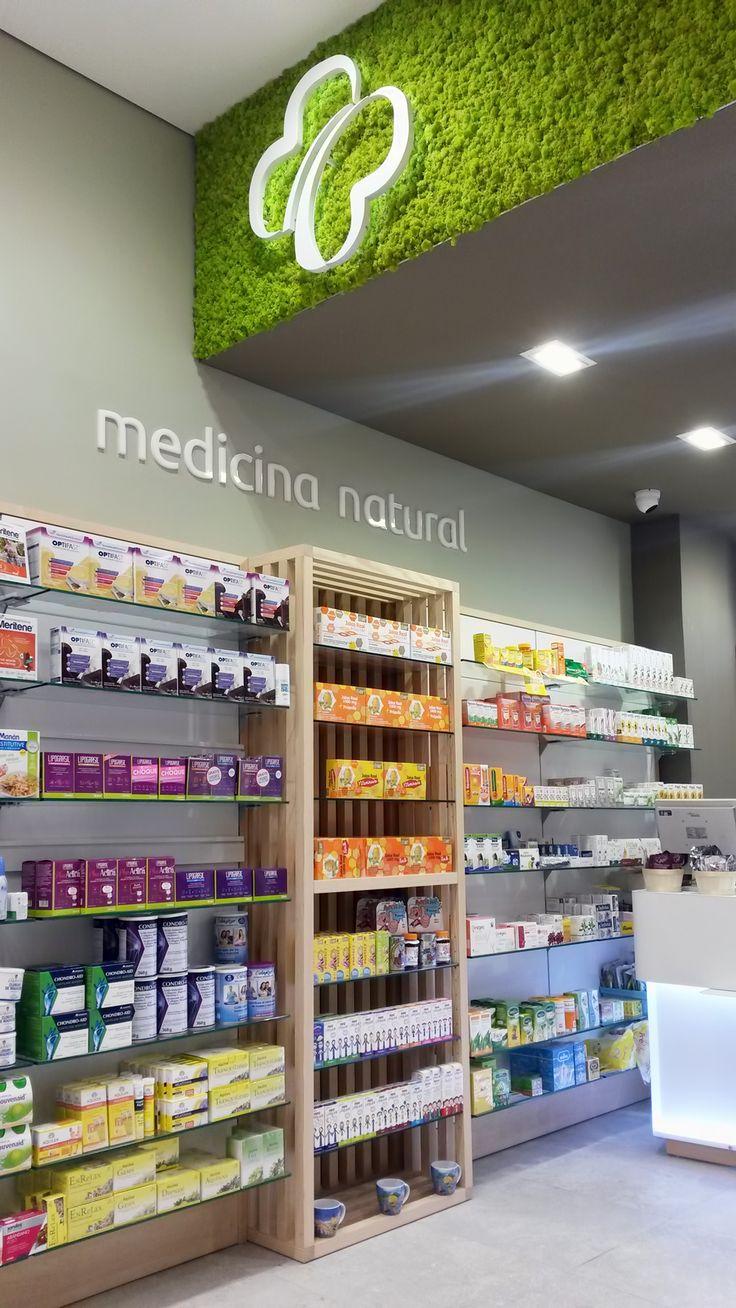 Estanteria de la farmacia Más