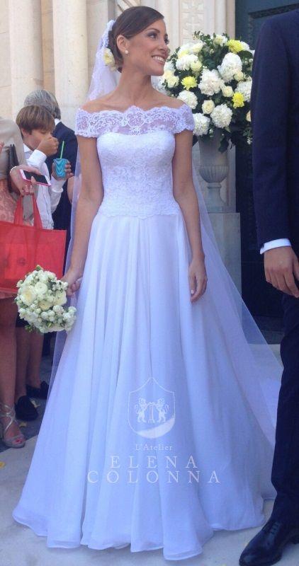 Matrimonio a settembre in Costiera. Roberta sposa romantica con un abito da sposa in pizzo firmato Elena Colonna.