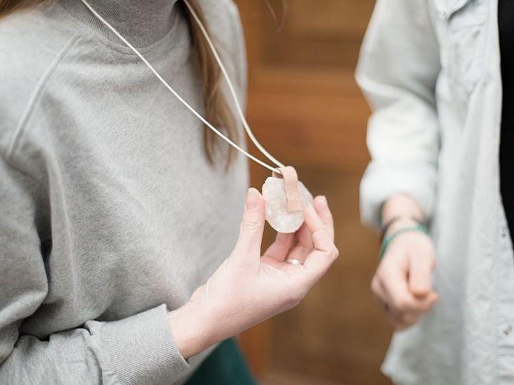 Tutoriel DIY: Faire un pendentif quartz et cuir via DaWanda.com