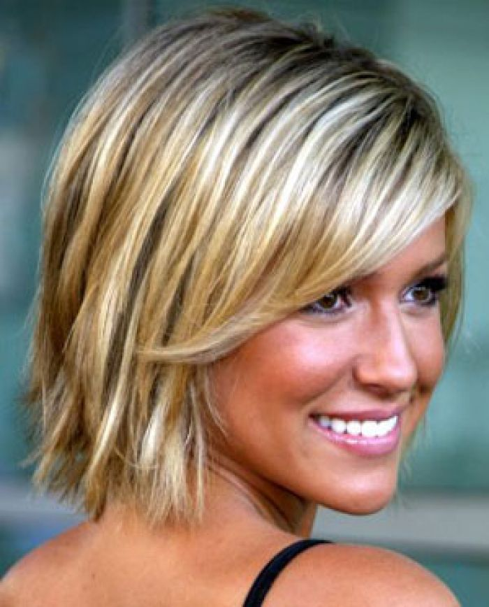 Medium Hair Cuts Is Usually Tried Out For Those Women Who Want To Design 300x372 Pixel