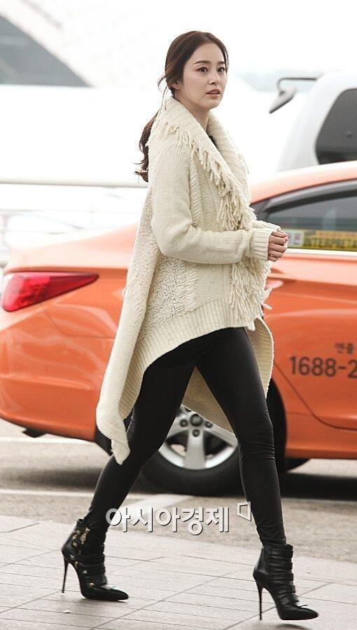 Kim Tae Hee is Rain's girlfriend such a cute couple.