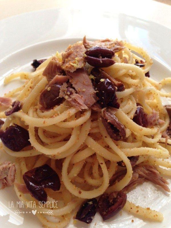 Pasta con tonno, olive e limone