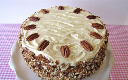 Torta colibrì - Ecco una ricetta per una trota di compleanno molto golosa ma anche originale, fatta da un impasto arricchito da frutta secca e fresca