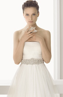 Rosa Clará : Style No. 131 Amina : Wedding Dresses Gallery : Brides    love it. still wish it was sweetheart