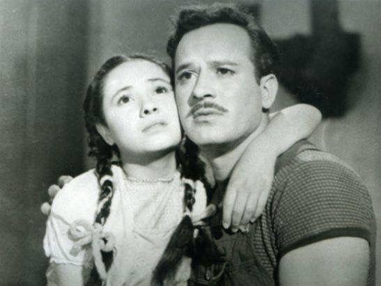 """Muere la actriz mexicana Evita Muñoz """"Chachita"""" a los 79 años de edad.  Aquí en una escena junto a Pedro Infante en la película """"Nosotros los Pobres"""" de la Época de Oro del Cine Mexicano. Q.E.P.D."""