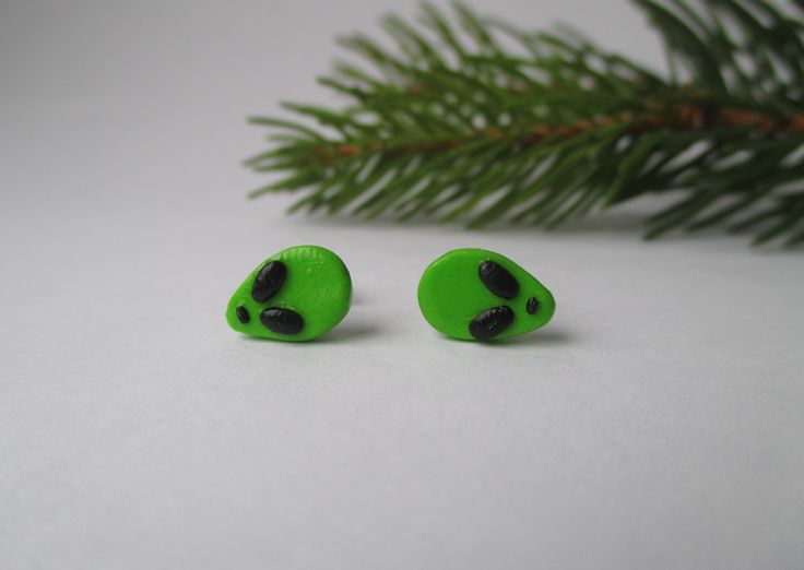 Green Cute Tumblr allien stud earrings Fimo - Polymer Clay  Buy here: https://www.etsy.com/shop/heymate