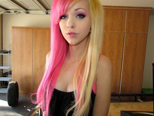 naked girl with pink and black hair
